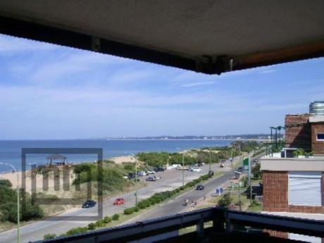 Apartamentos En Playa Mansa: Mym3110a
