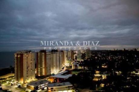 Apartamentos En Playa Mansa: Myd6797a