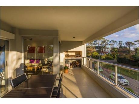 Apartamentos En Playa Mansa: Ngp13255a