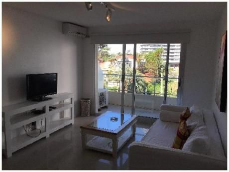 Apartamentos En Playa Mansa: Ngp6198a