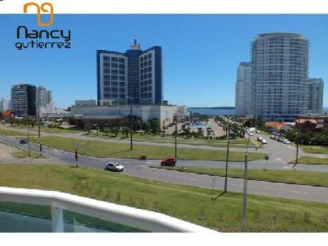 Apartamentos En Playa Mansa: Ngp7208a