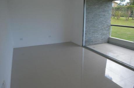 Apartamentos En Playa Mansa: Ocm378009a