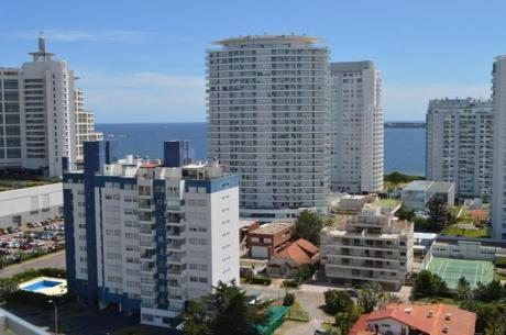 Apartamentos En Playa Mansa: Ocm642060a