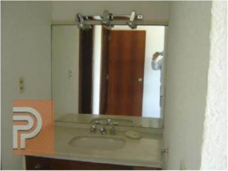 Apartamentos En Playa Mansa: Plg2250a