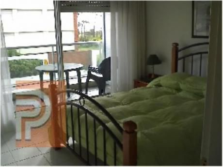 Apartamentos En Playa Mansa: Plg2389a