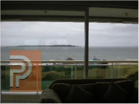 Apartamentos En Playa Mansa: Plg2420a