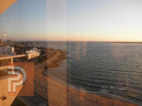 Apartamentos En Playa Mansa: Plg2453a