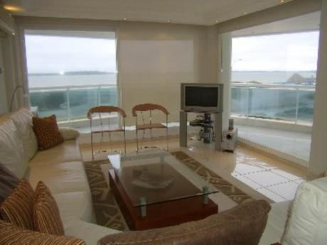 Apartamentos En Playa Mansa: Pla599a