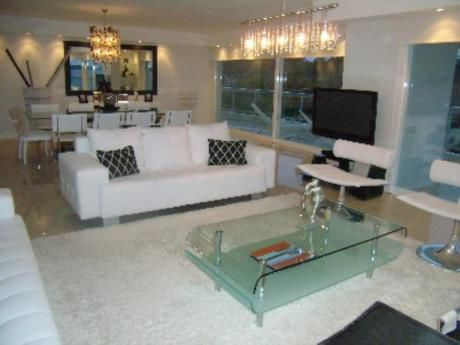 Apartamentos En Playa Mansa: Pla6163a