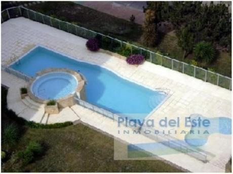 Apartamentos En Playa Mansa: Pla6843a