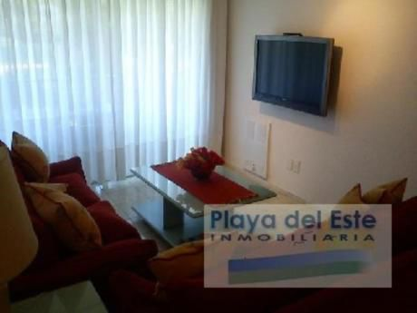 Apartamentos En Playa Mansa: Pla7887a