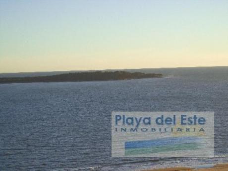 Apartamentos En Playa Mansa: Pla7926a