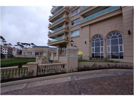 Apartamentos En Playa Mansa: Pla8566a