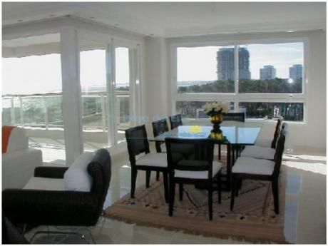Apartamentos En Playa Mansa: Pla8675a