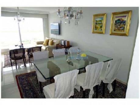 Apartamentos En Playa Mansa: Pla8706a