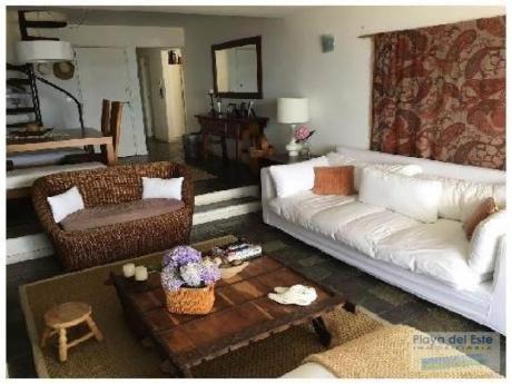 Apartamentos En Playa Mansa: Pla8841a