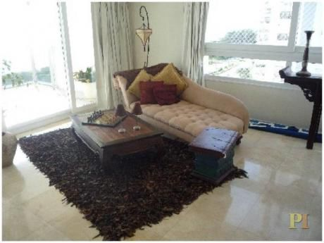 Apartamentos En Playa Mansa: Pti1737a