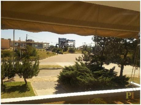 Apartamentos En Playa Mansa: Pti1855a