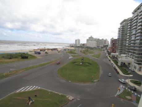 Apartamentos En Playa Brava: Rni10660a