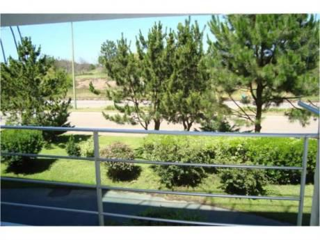 Apartamentos En Playa Mansa: Rni4776a
