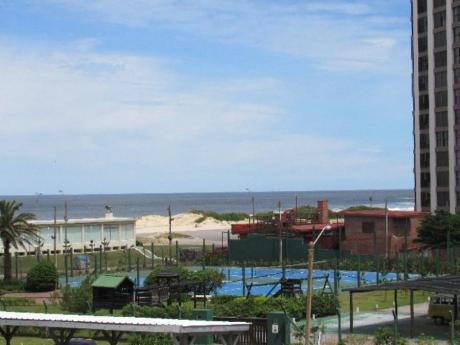 Apartamentos En Playa Brava: Rni5563a