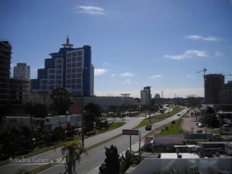 Apartamentos En Playa Mansa: Sgp189a