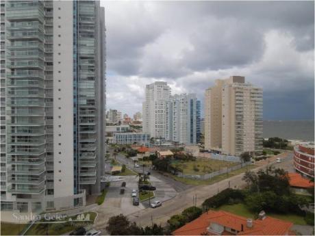 Apartamentos En Playa Mansa: Sgp834a