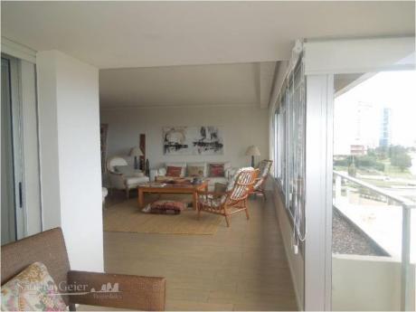 Apartamentos En Playa Mansa: Sgp902a