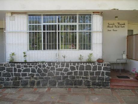 Monoambiente Con Una Cama De 2 Plazas, Un Baño Y Kitchenette