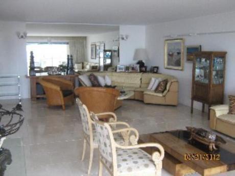 Apartamentos En Playa Mansa: Sni63a