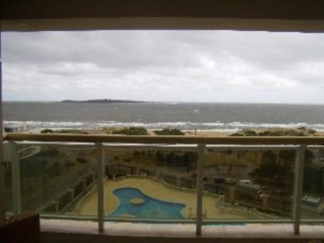 Apartamentos En Playa Mansa: Sni927a