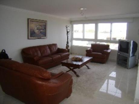 Apartamentos En Playa Mansa: Sni996a