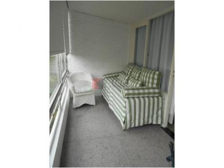 Apartamentos En Playa Mansa: Sya1536a