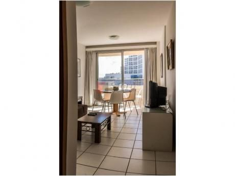 Apartamentos En Playa Mansa: Sya193852a