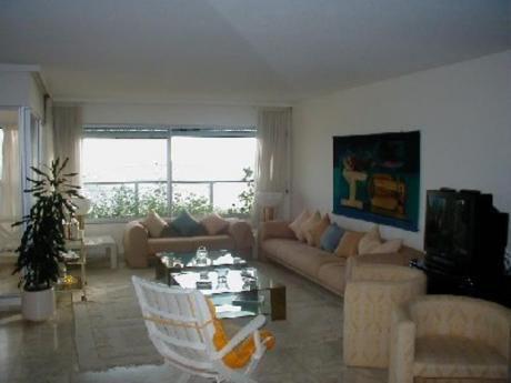 Apartamentos En Playa Mansa: Sya20006a
