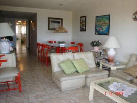 Apartamentos En Playa Mansa: Sya2478a