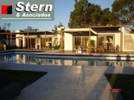 Apartamentos En Playa Mansa: Sya2633a