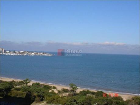 Apartamentos En Playa Mansa: Sya2825a