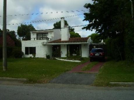 Casas En Playa Mansa: Sya471c