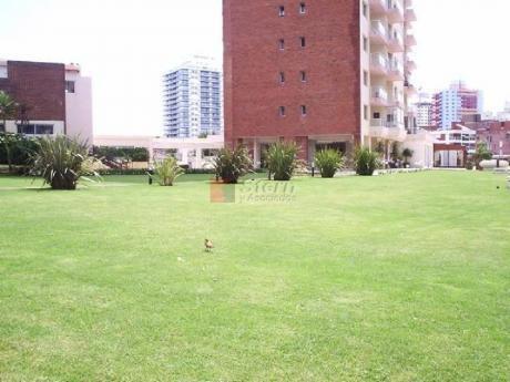 Apartamentos En Playa Brava: Sya5392a