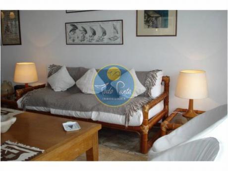 Apartamentos En Playa Mansa: Tdp182a