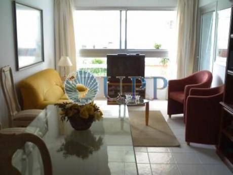 Apartamentos En Playa Mansa: Upp2211a