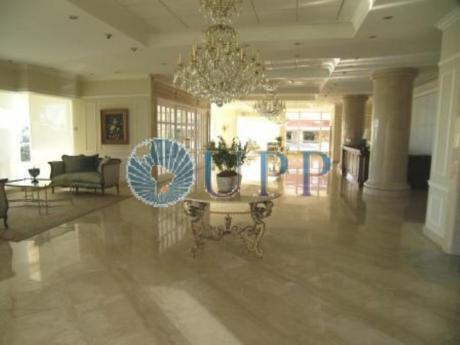 Apartamentos En Playa Mansa: Upp257a