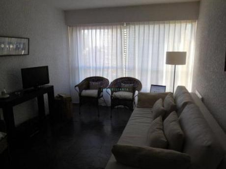 Apartamentos En Playa Brava: Vaz5015a