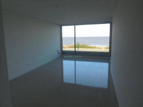 Apartamentos En Playa Mansa: Vaz5149a