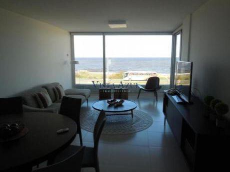 Apartamentos En Playa Mansa: Vaz5152a
