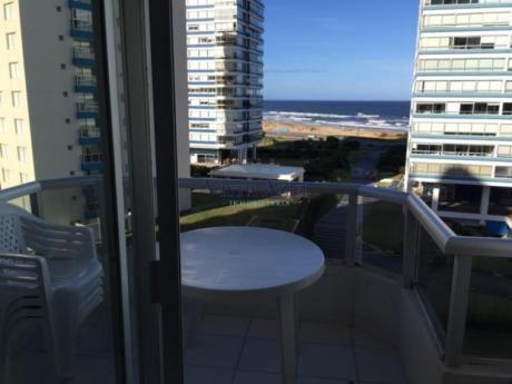 Apartamentos En Playa Brava: Vaz5326a