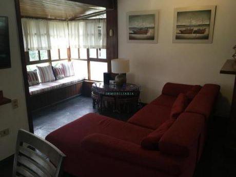 Apartamentos En Playa Mansa: Vaz5408a