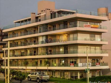 Apartamentos En Playa Mansa: Vaz5410a