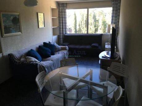 Apartamentos En Playa Mansa: Vaz5416a